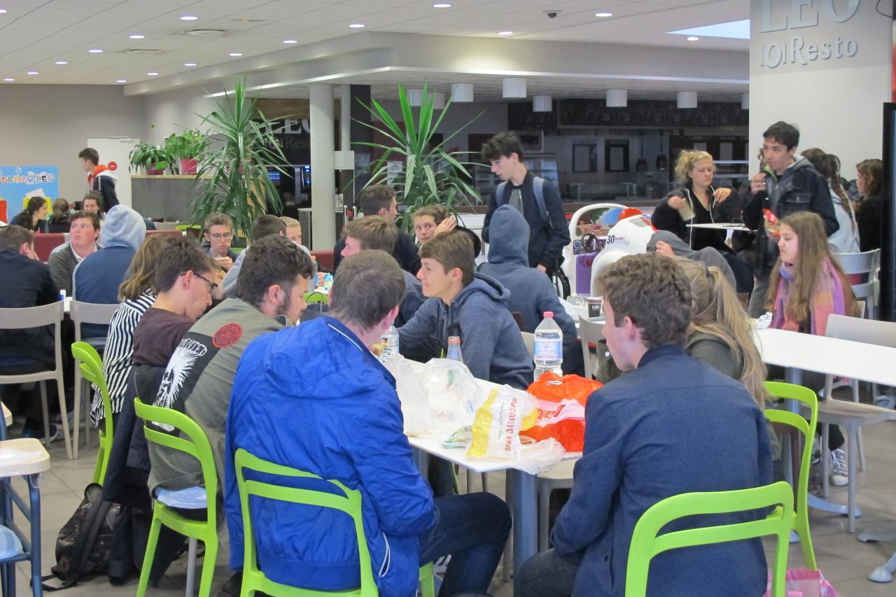 30.5. Frühstück wieder in Frankreich (2)